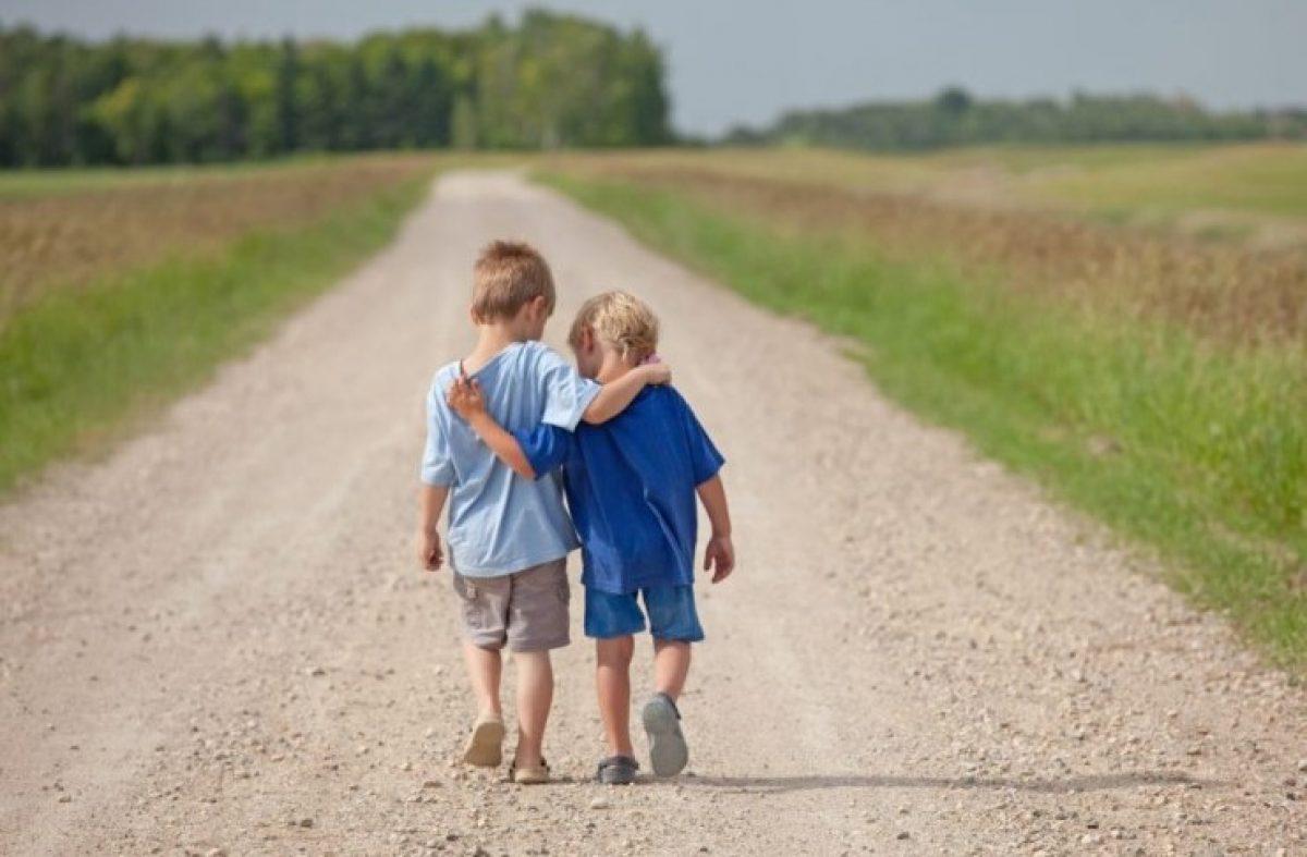 Οι άνθρωποι που έχουν καλούς φίλους ζουν περισσότερο, γελούν περισσότερο και στενοχωριούνται λιγότερο!!!
