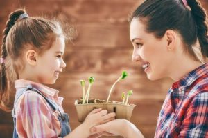 mother-planting-flowers-with-daughter-1-768x513