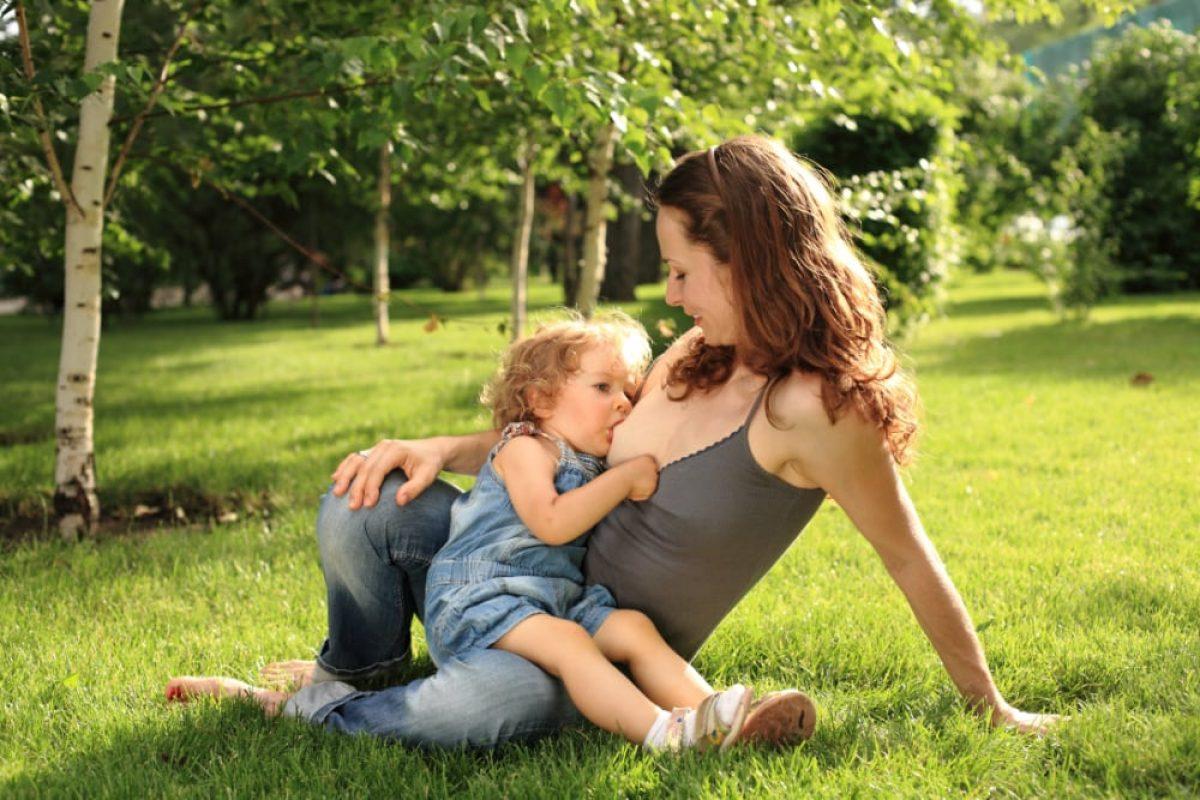 Το μητρικό γάλα είναι πολύτιμο και μετά τον πρώτο χρόνο, σύμφωνα με νέα έρευνα