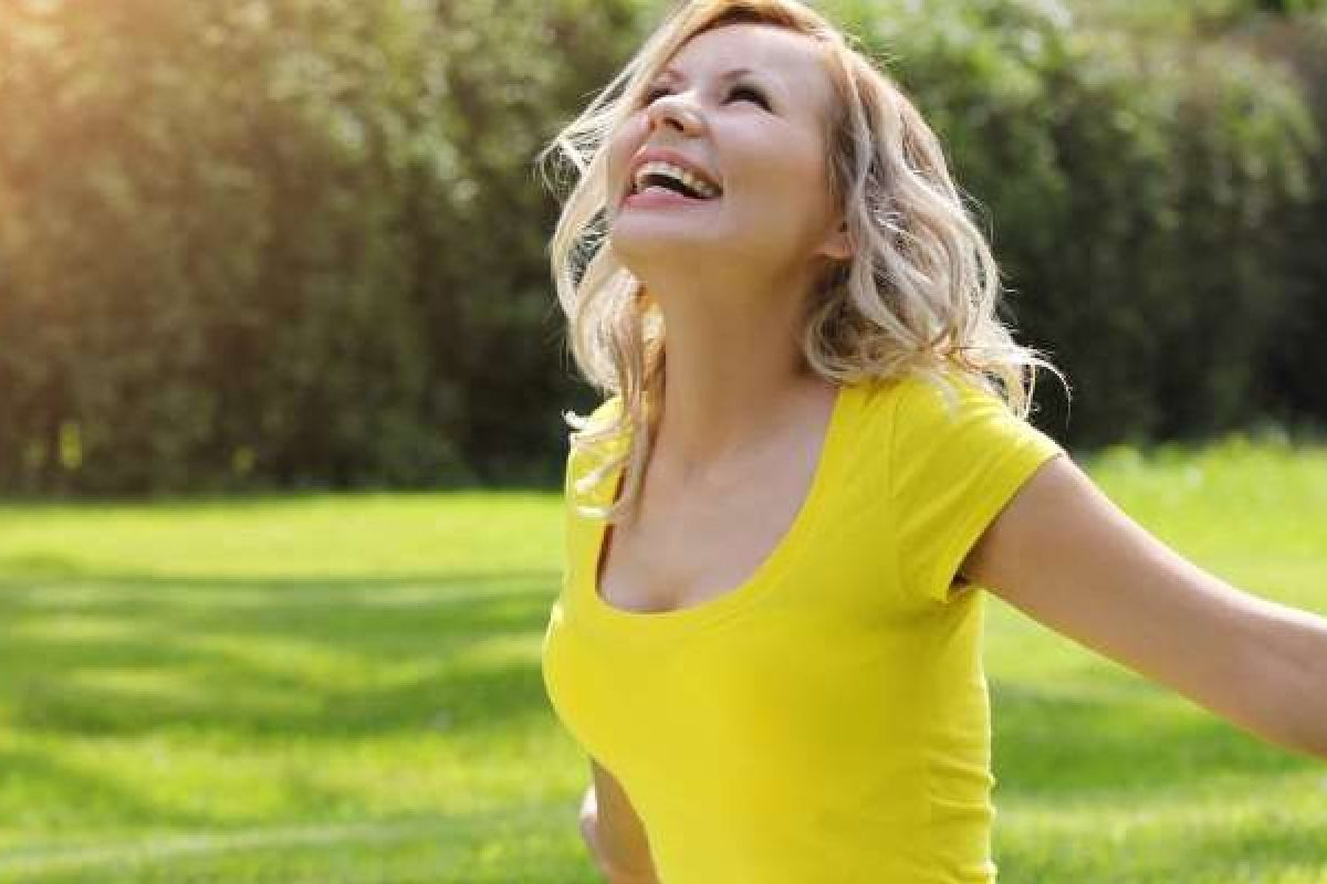 Οι 4 κύριοι νευροδιαβιβαστές που επηρεάζουν την ευτυχία και πώς να τους ενεργοποιήσετε
