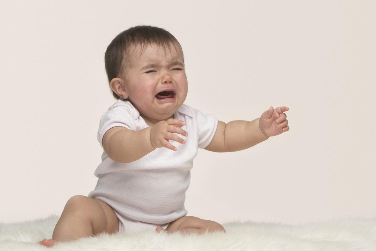 Με το που υψώσει κάποιο παιδάκι τον τόνο της φωνής του, ο δικός μου βάζει τα κλάματα