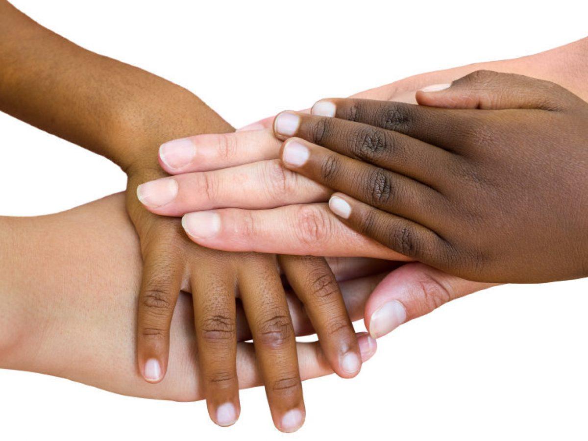 Το άγγιγμα, από τη στιγμή που γεννιόμαστε αποτελεί τη μοναδική ευκαιρία επικοινωνίας και έκφρασης.