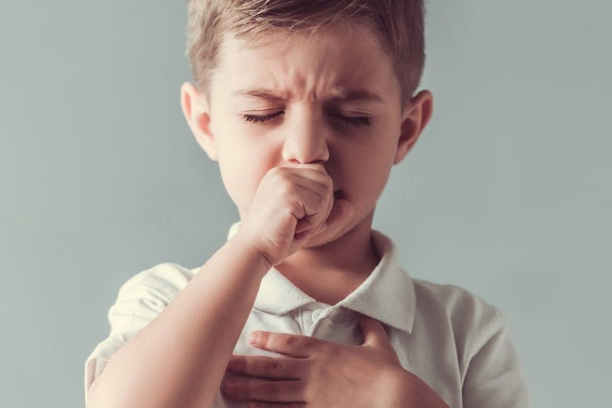 6 φυσικές θεραπείες για τον παιδικό βήχα