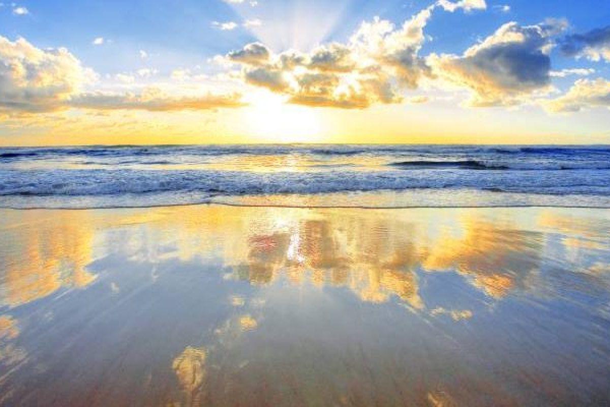 Ευτυχία είναι ένας πρωινός καφές, ένα ηλιοβασίλεμα με τα αγαπημένα σου χρώματα…
