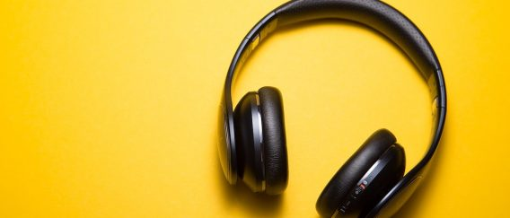 Πάλι Με Τα Ακουστικά Στα Αυτιά;