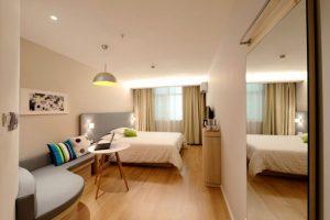 anakenisi-gia-enikiasi-airbnb-768x512