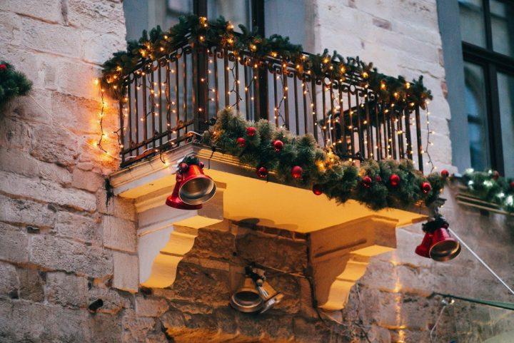 5 γιορταστικές ιδέες για να διακοσμήσεις το μπαλκόνι σου τα Χριστούγεννα!
