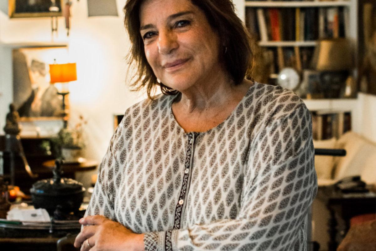 Φωτεινή Τσαλίκογλου: Η ψυχαναγκαστική αναζήτηση μιας ετοιμοπαράδοτης πλαστικής ευτυχίας