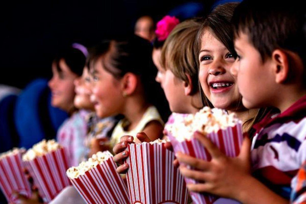 Παιδιά που «λιμοκτονούν» στο θέατρο, γονείς κολλημένοι στο facebook
