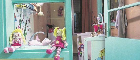Το Κέντρο Βρεφών ξεμένει από αγκαλιές για τα 66 παιδιά του