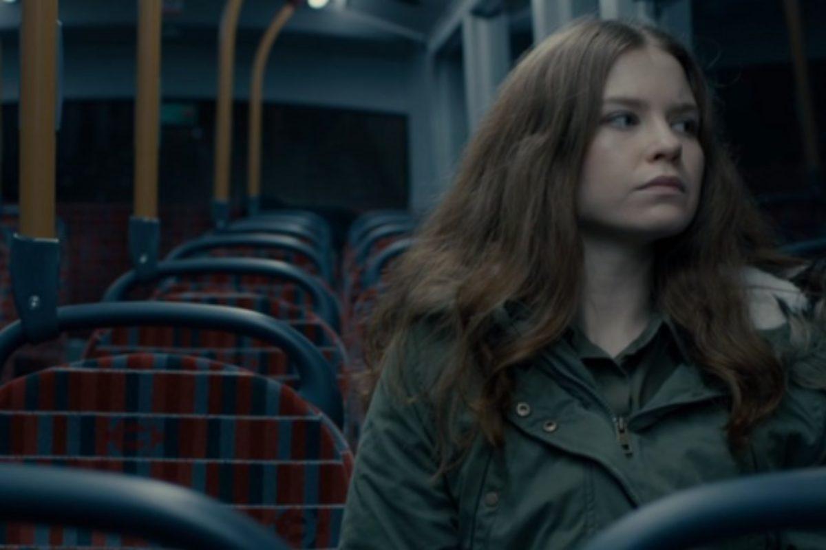 «Την πρώτη φορά που αδιαθέτησε η κόρη μου, ήταν μέσα στο λεωφορείο και τη βοήθησε ένα αγόρι»