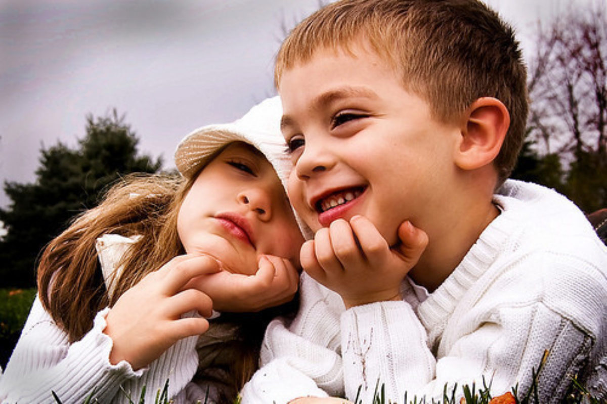 Πώς να προσεγγίσετε  με διακριτικότητα τα ερωτικά σκιρτήματα των παιδιών σας .