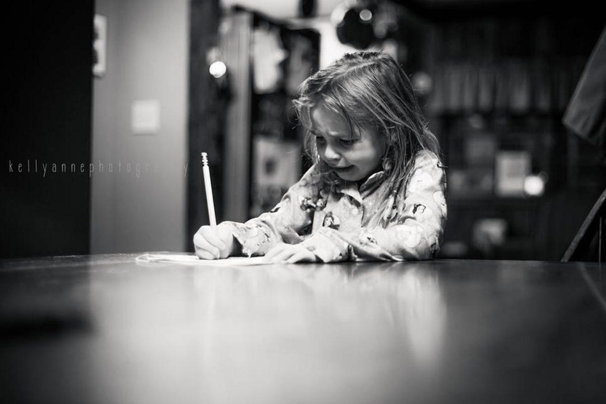 «Τέλος με το διάβασμα του παιδιού μου για το σχολείο!»: Μια μαμά ξεσπά για τον υπερβολικό όγκο μαθημάτων