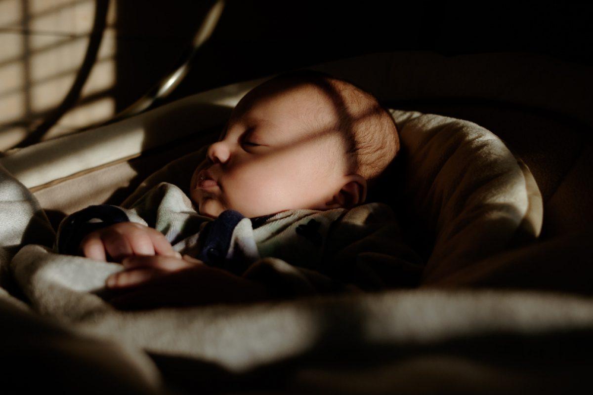 Δέκα τρόποι για να κοιμηθεί το παιδί στην ώρα του και όσο πρέπει