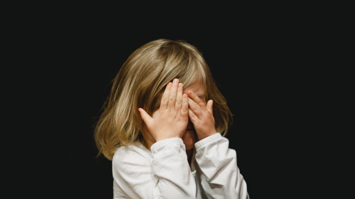 «Μην λες ανοησίες»: Γιατί δεν πρέπει να το λέτε ποτέ αυτό στο παιδί