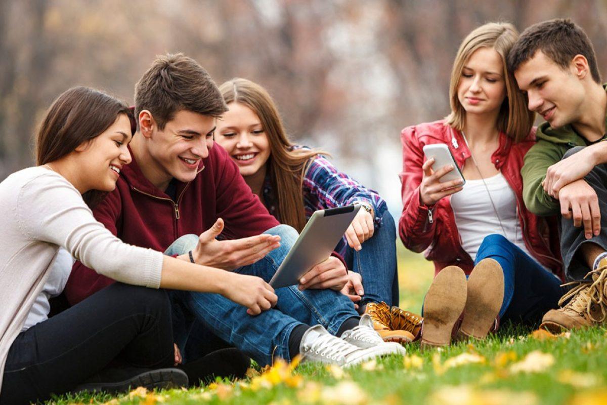 Έφηβοι: Οι οθόνες το ίδιο επιβλαβείς με τις πατάτες!