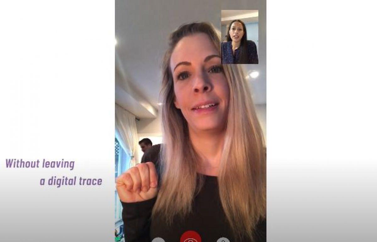Η στιγμή που θύμα ενδοοικογενειακής βίας κάνει νόημα στη φίλη της μέσα από βιντεοκλήση (βίντεο)