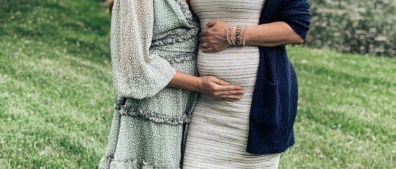 ΗΠΑ: 51χρονη κυοφορεί την εγγονή της – Έγινε παρένθετη μητέρα για χάρη της κόρης της