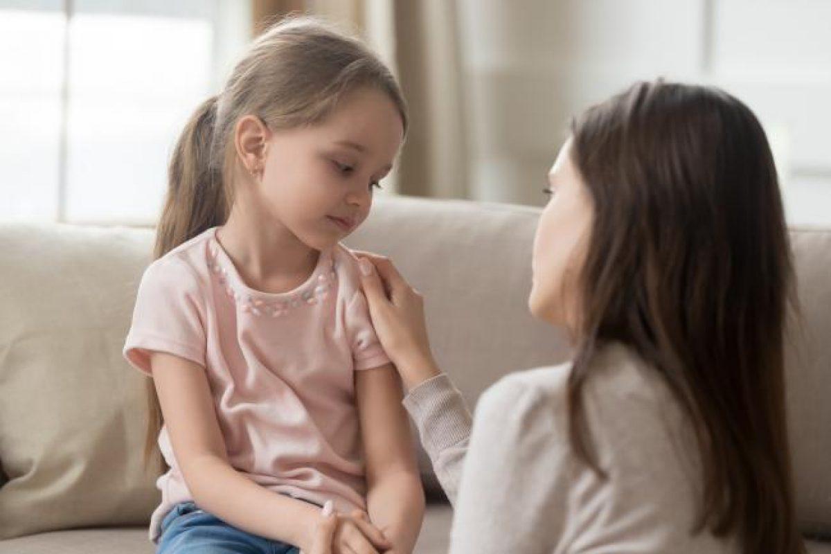 «Μην στεναχωριέσαι» – Γιατί είναι λάθος να υποτιμάμε πόσο άσχημα νιώθει το παιδί