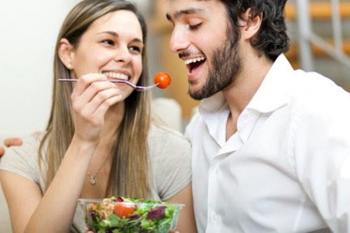 Ο ΕΡΩΤΑΣ ΑΔΥΝΑΤΙΖΕΙ…; – Τι συμβαίνει όταν τα ζευγάρια ξεκινάνε δίαιτα μαζί;