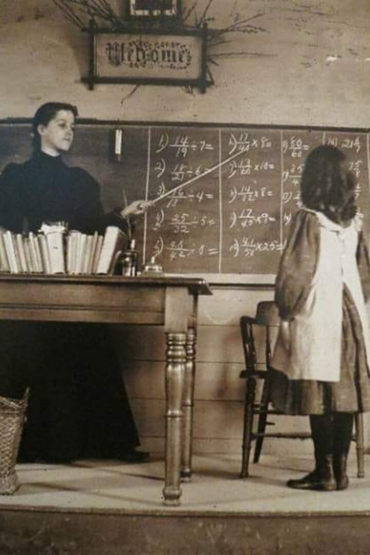 Μια δασκάλα δεν συμπαθούσε καθόλου ένα μαθητή της. Ώσπου έμαθε το τραγικό μυστικό του