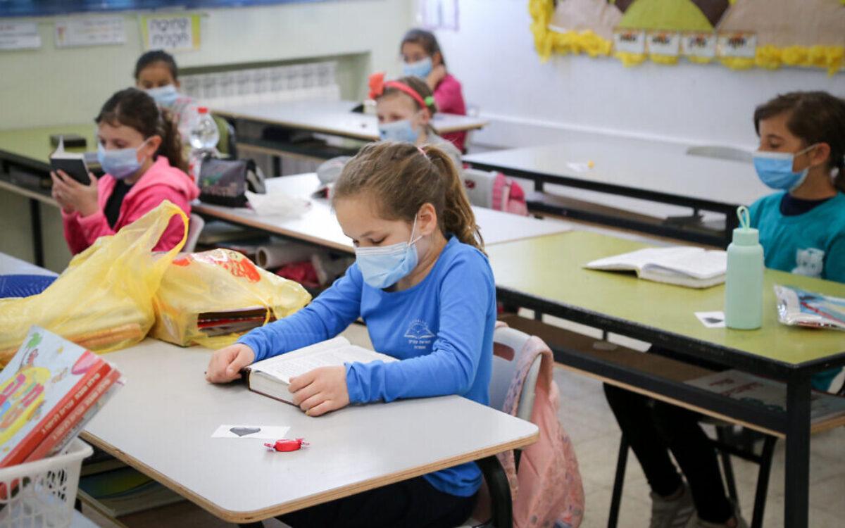 """Απουσίες στους μαθητές που δεν φορούν μάσκα και στη συνέχεια σε ειδικό χώρο """"φύλαξης"""""""