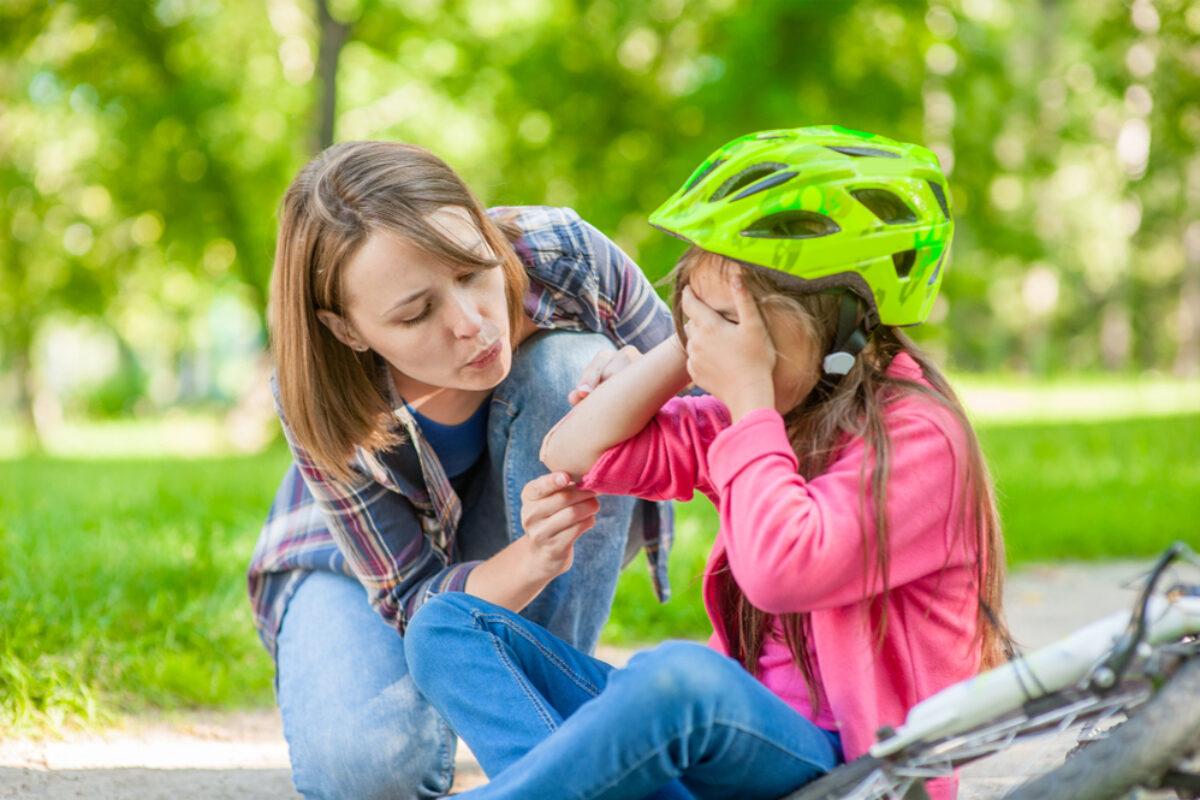Πώς να αντιμετωπίσετε άμεσα και αποτελεσματικά τις πληγές των παιδιών σας