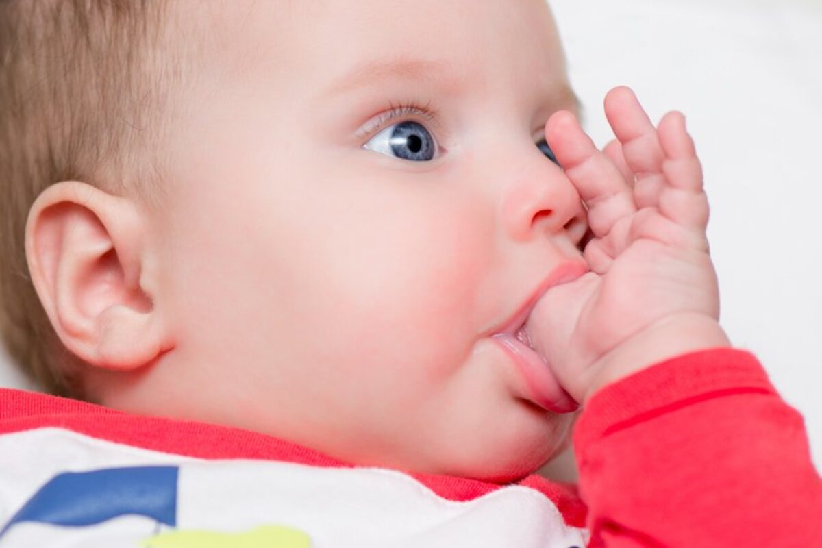 Θηλασμός δακτύλου ή πιπίλισμα δακτύλου στα παιδιά (thumb sucking)