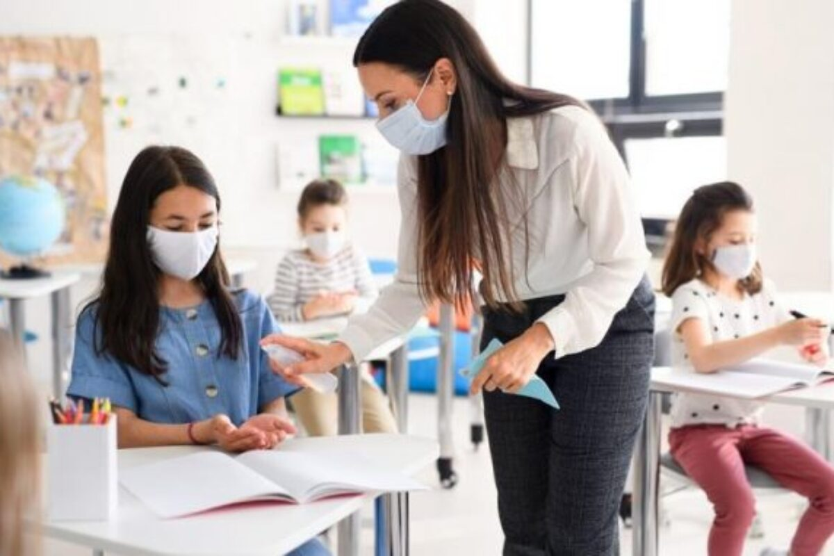 Άνοιγμα σχολείων: Πρώτο κουδούνι με μάσκες και αντισηπτικά – Οι οδηγίες για μαθητές, γονείς, εκπαιδευτικούς