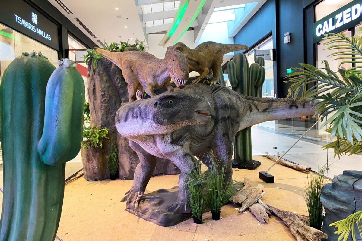 Από τις 5 Οκτωβρίου έως και τις 7 Νοεμβρίου, το Mediterranean Cosmos υποδέχεται την πιο «άγρια παρέα» και σας προσκαλεί να ανακαλύψετε τον εντυπωσιακό κόσμο των δεινοσαύρων!