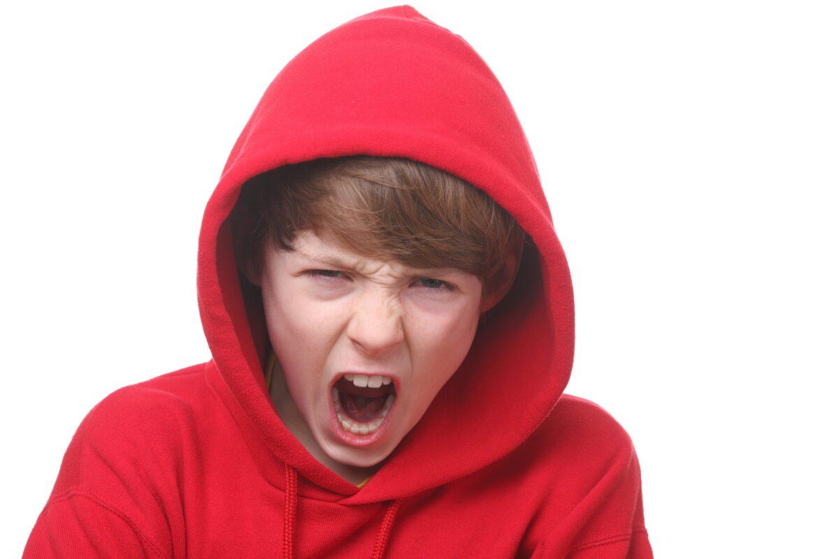 Ένα θυμωμένο παιδί έχει θυμωμένους γονείς