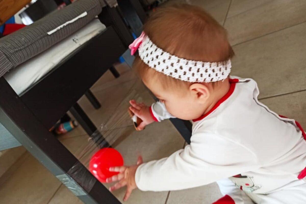 Κολλάμε και ξεκολλάμε αντικείμενα: ένα τέλειο παιχνίδι για μωρά!