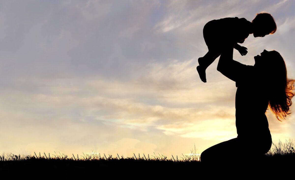 Μια γυναίκα έγραψε 27 αλήθειες για τη μητρότητα και η ανάρτησή της έγινε viral