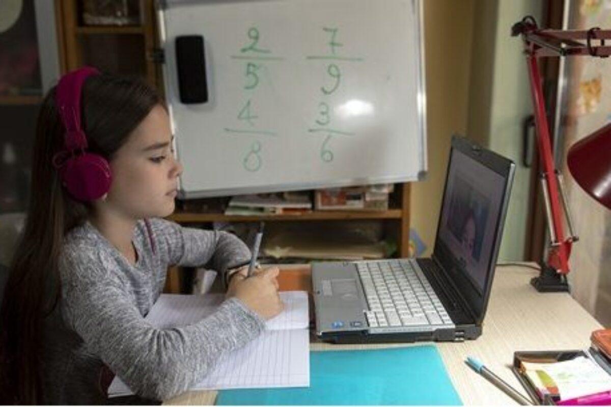 Σχολεία: Πότε σταματάει η τηλεκπαίδευση για τις γιορτές, πώς θα γίνουν τα διαγωνίσματα, πότε θα ανοίξουν τα Δημοτικά