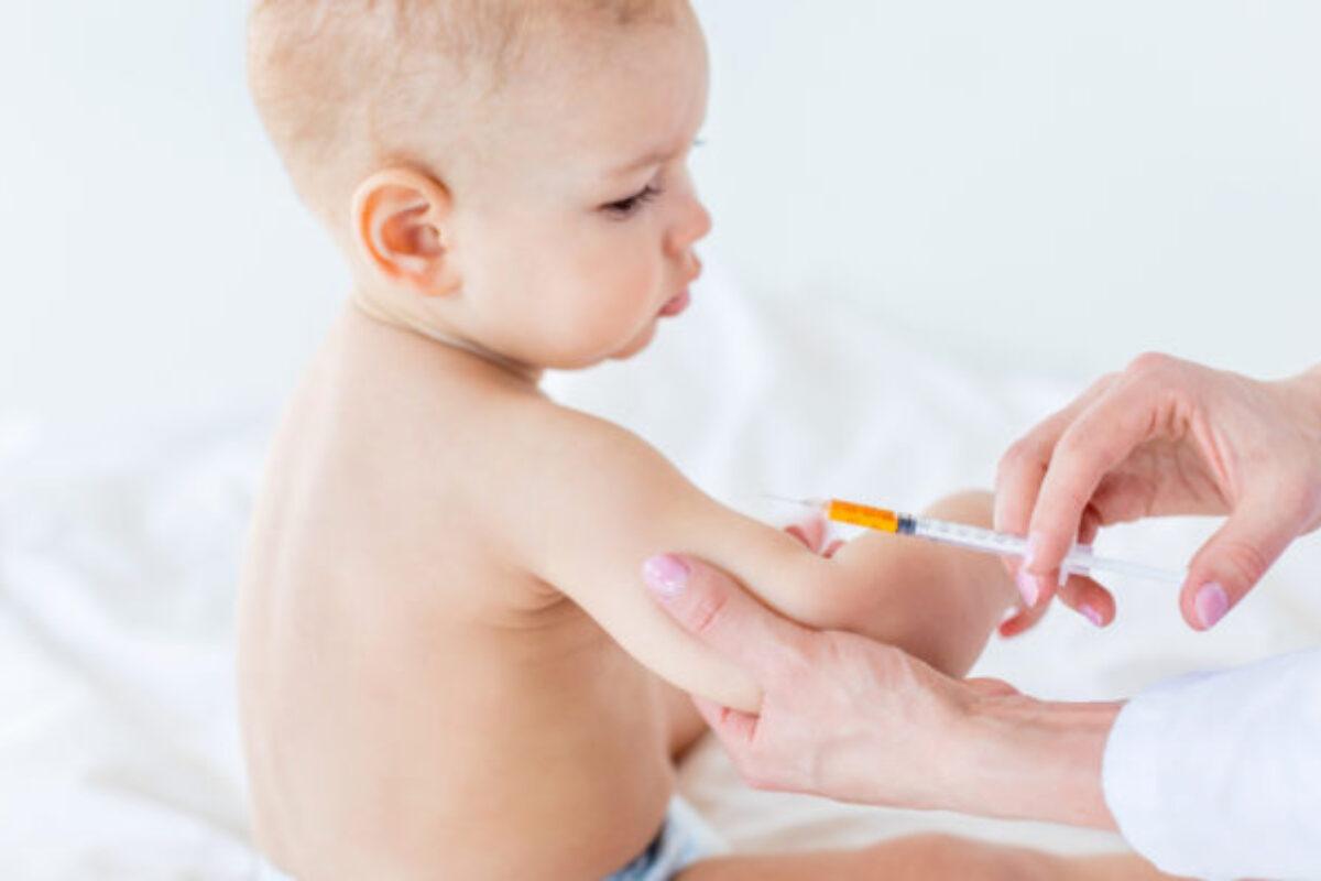 Καμπανάκι από τους ειδικούς: Μην καθυστερείτε τα εμβόλια στα παιδιά