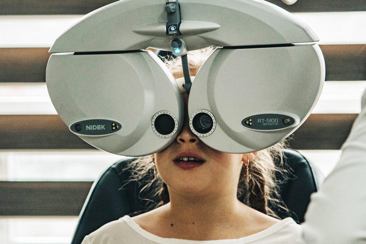 Τεμπέλικο μάτι και στραβισμός: Όλα όσα πρέπει να ξέρετε για την όραση του παιδιού