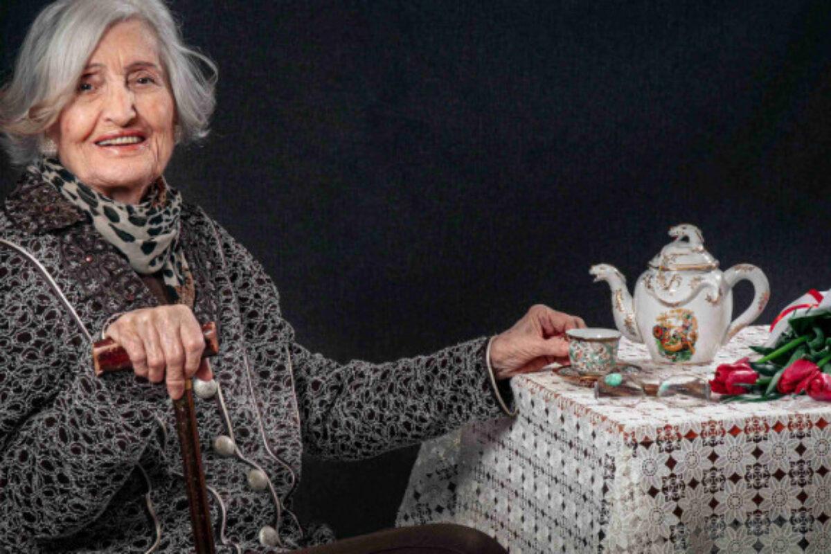 Εκπληκτικό ημερολόγιο για το 2021 γηροκομείου στην Ξάνθη -Ηλικιωμένοι ποζάρουν σαν μοντέλα και στέλνουν μήνυμα [εικόνες]