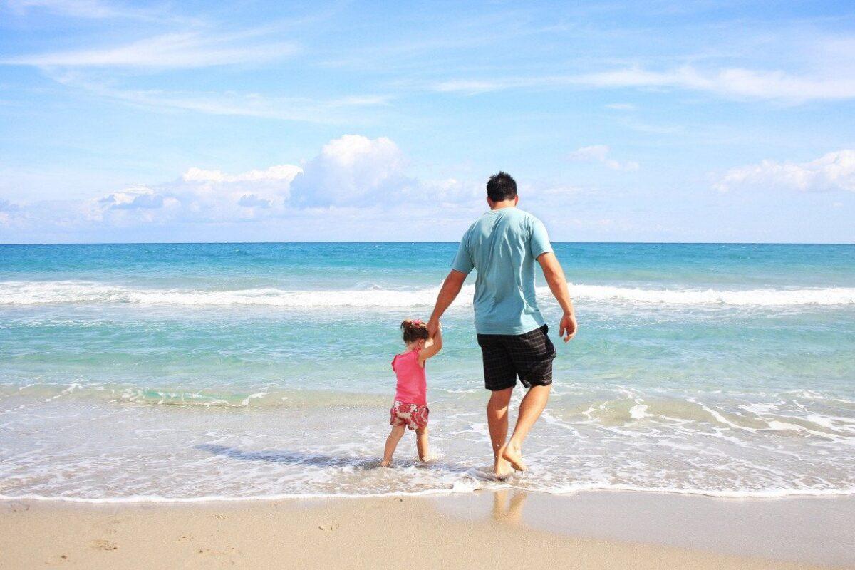 Μεγαλύτερη η άδεια πατρότητας, τι αλλάζει στις γονικές άδειες