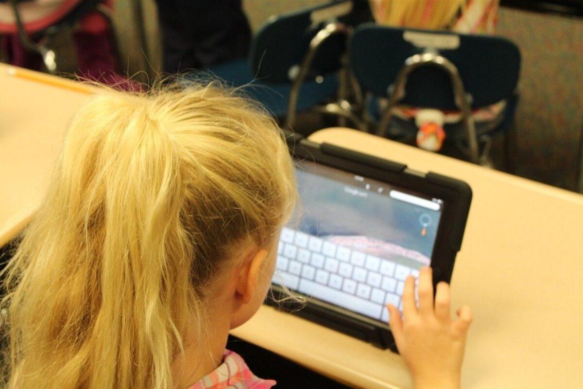 Παιδιά από 5 ετών θύματα σεξουαλικής εκμετάλλευσης στο διαδίκτυο – Σοκάρουν τα στοιχεία (audio & video)