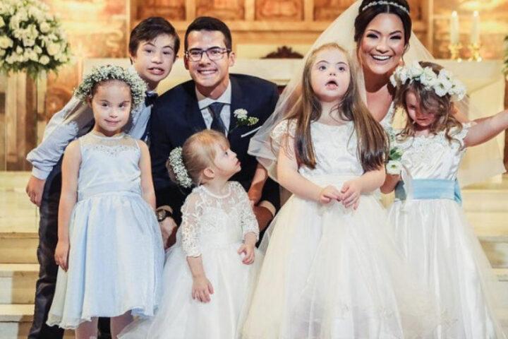 Viral βίντεο: Η συγκινητική στιγμή που νύφη βλέπει ότι τα παρανυφάκια της ήταν μαθητές της με σύνδρομο Down