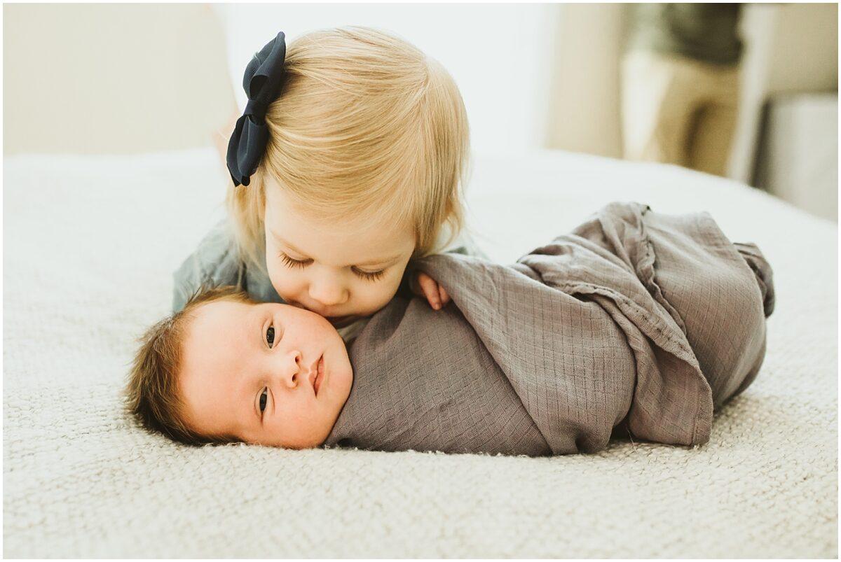 Παιδί: Γιατί αλλάζει η συμπεριφορά του όταν αποκτά αδερφάκι;