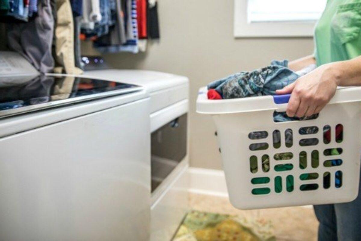 Πώς καθαρίζω το πλυντήριο ρούχων που ανοίγει από πάνω;