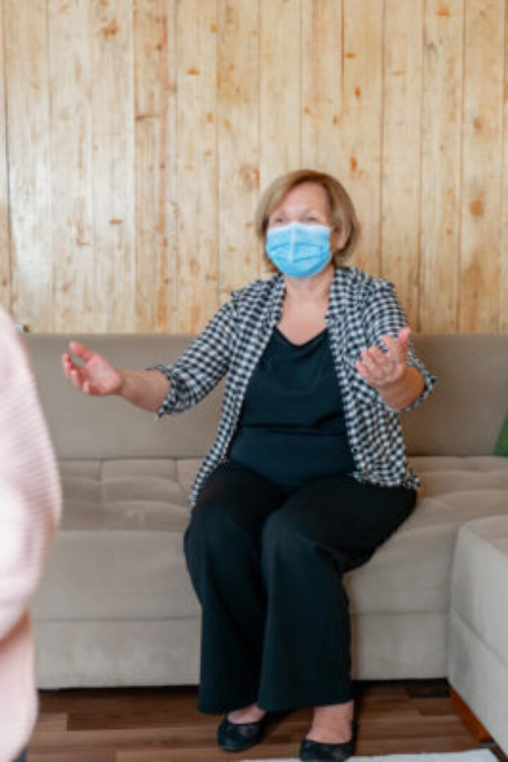 Κορωνοϊός: Πόσο ασφαλές είναι να δουν τα εγγόνια τους οι ηλικιωμένοι που έχουν εμβολιαστεί