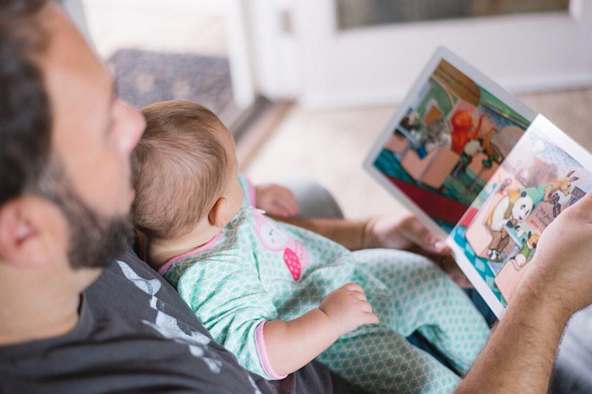 Διαβάζουν στα παιδιά τους οι Έλληνες γονείς; Έρευνα για τις αναγνωστικές συνήθειες