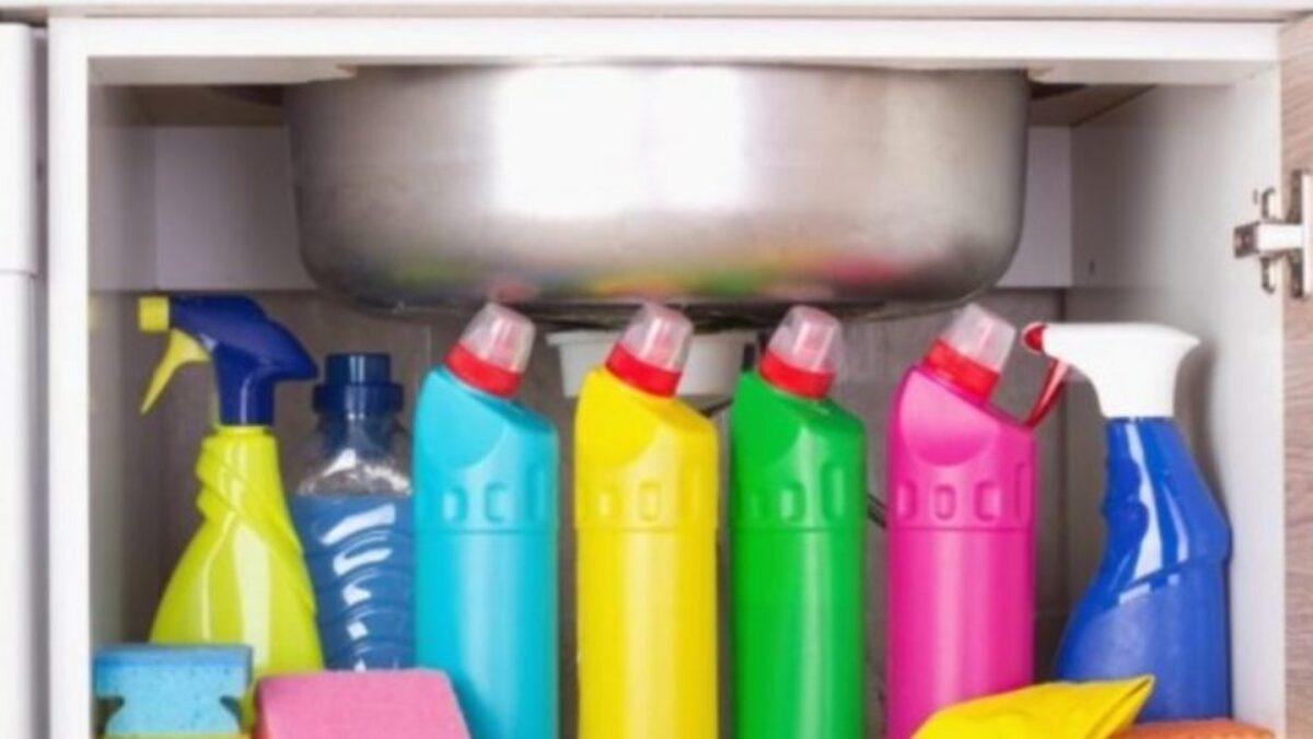 Οργάνωση Σπιτιού: 11 πράγματα που ΔΕΝ πρέπει να αποθηκεύεις κάτω από το νεροχύτη της κουζίνας
