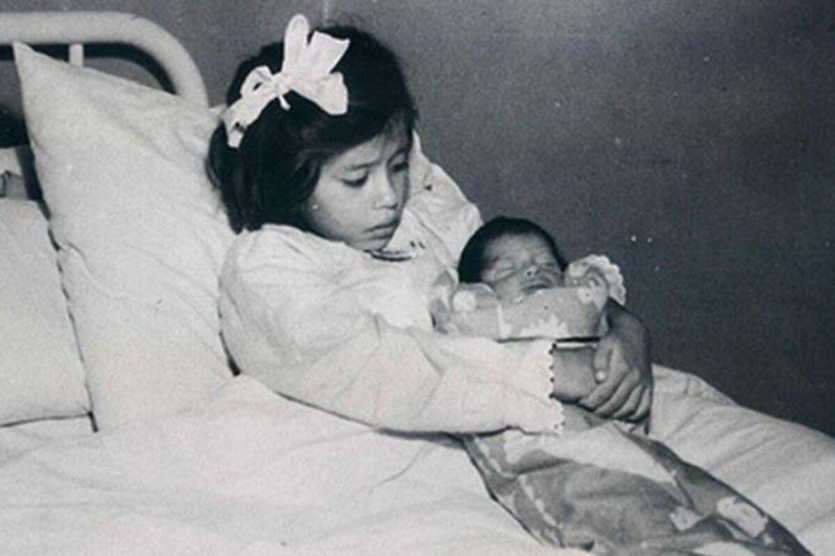 Λίνα Μεδίνα: Έγινε μητέρα σε ηλικία 5 ετών