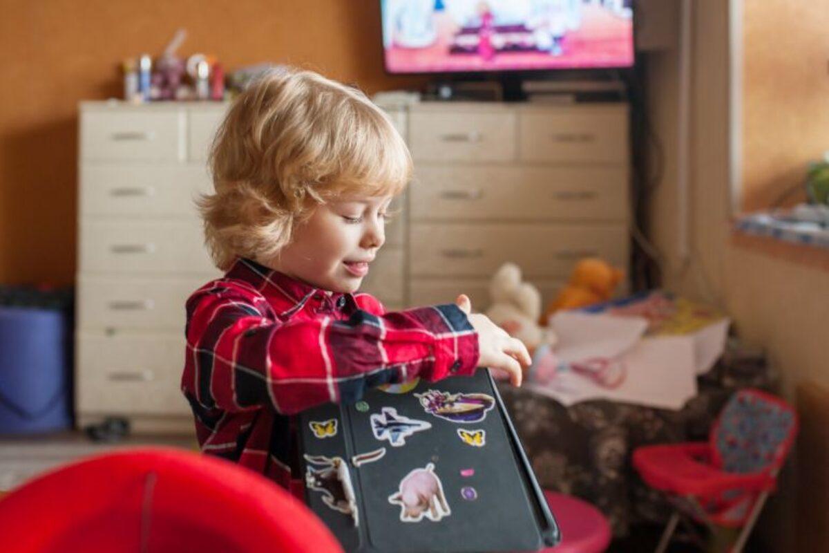 Αυτοκόλλητα: Βοηθούν το παιδί να εξελιχθεί;