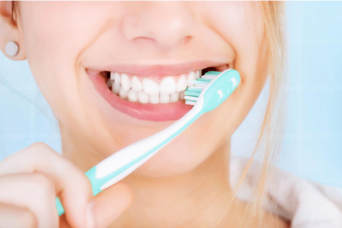 Παγκόσμια μελέτη: Το βούρτσισμα των δοντιών θύμα της καραντίνας