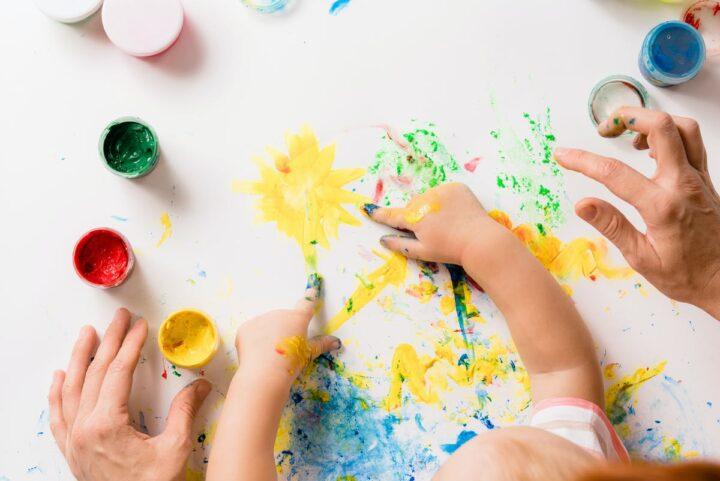 Tα οφέλη της ενασχόλησης των παιδιών με την τέχνη