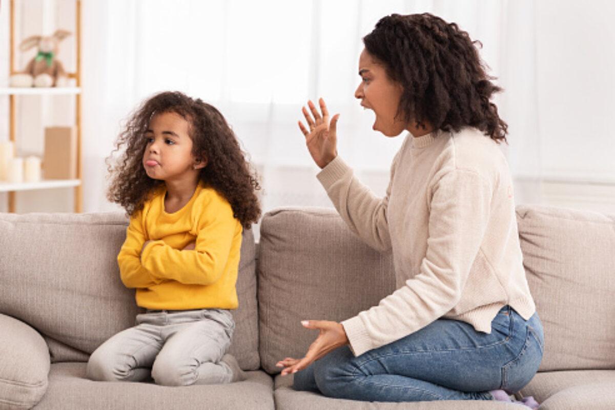 Αντί να Βάλετε τις Φωνές στο Παιδί σας που Έχει Κακή Συμπεριφορά, Μπορείτε να Δοκιμάσετε τα Εξής